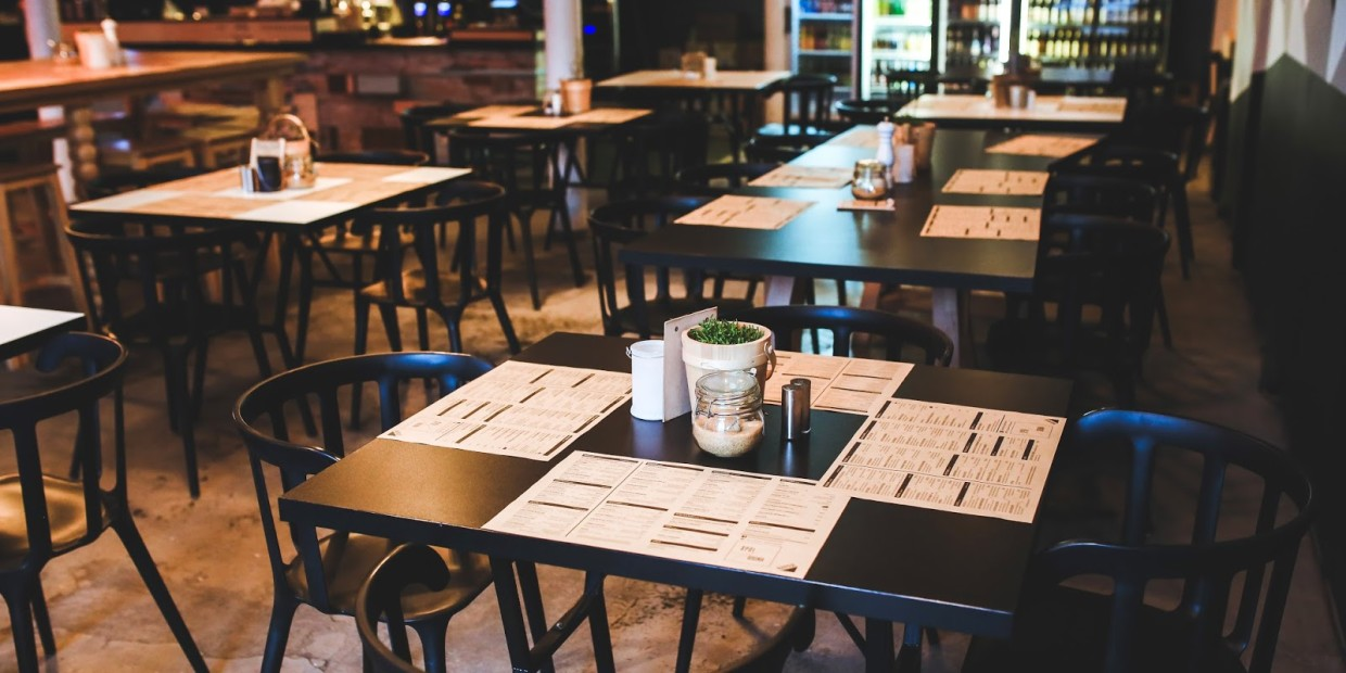 kaboompics.com_Table in Vintage Restaurant