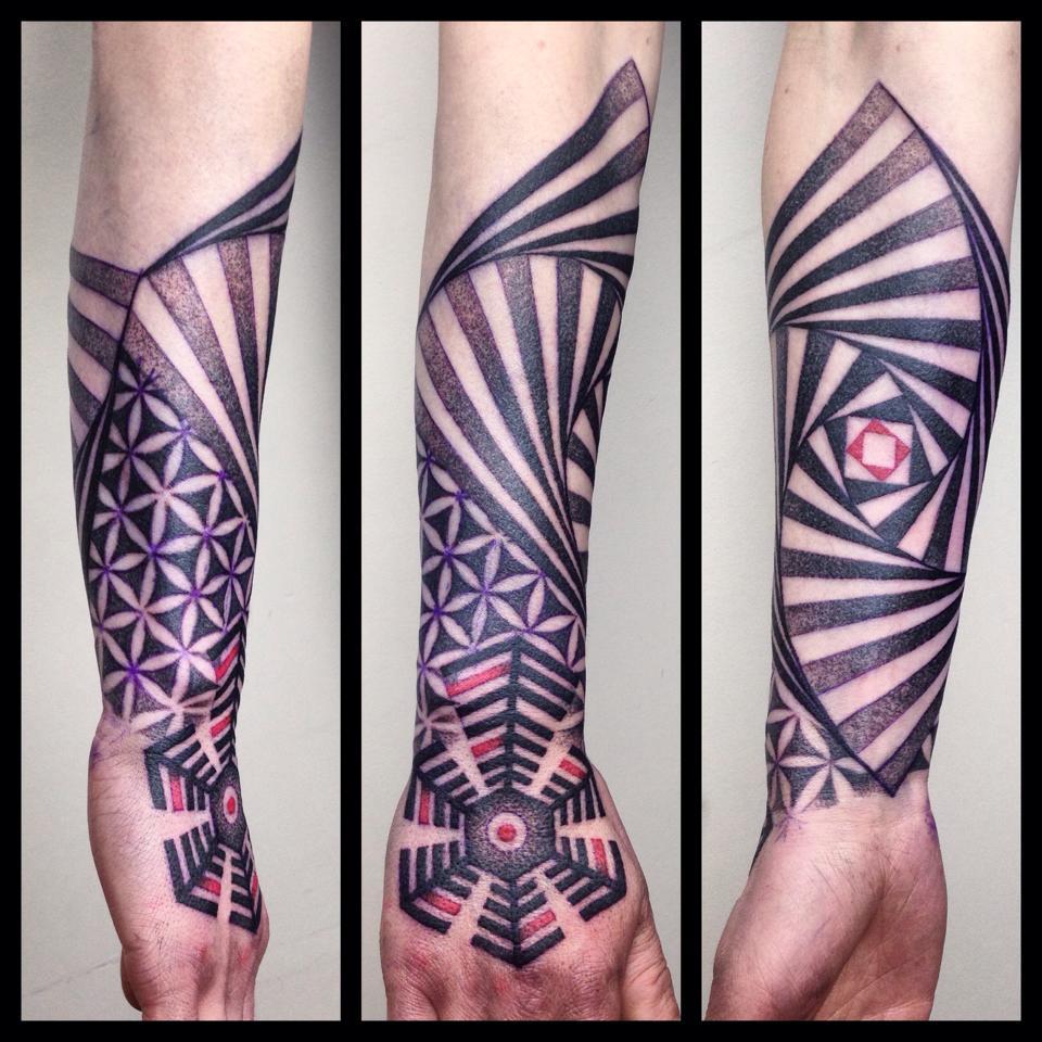 tatuaże dotwork geometryczne