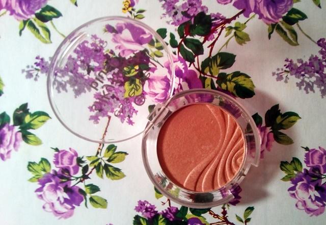 róż essence - wegańskie kosmetyki do makijażu