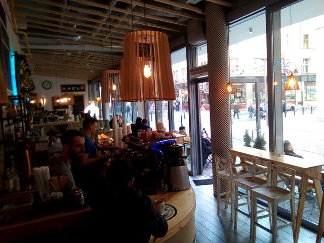 kawiarnia z wegańskimi opcjami we Wrocławiu
