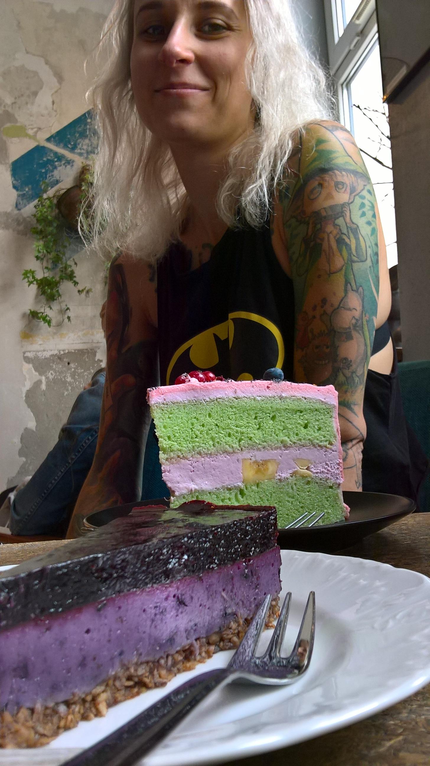 to nie perspektywa, ten różowo-zielony kawał tortu naprawdę był wielki!