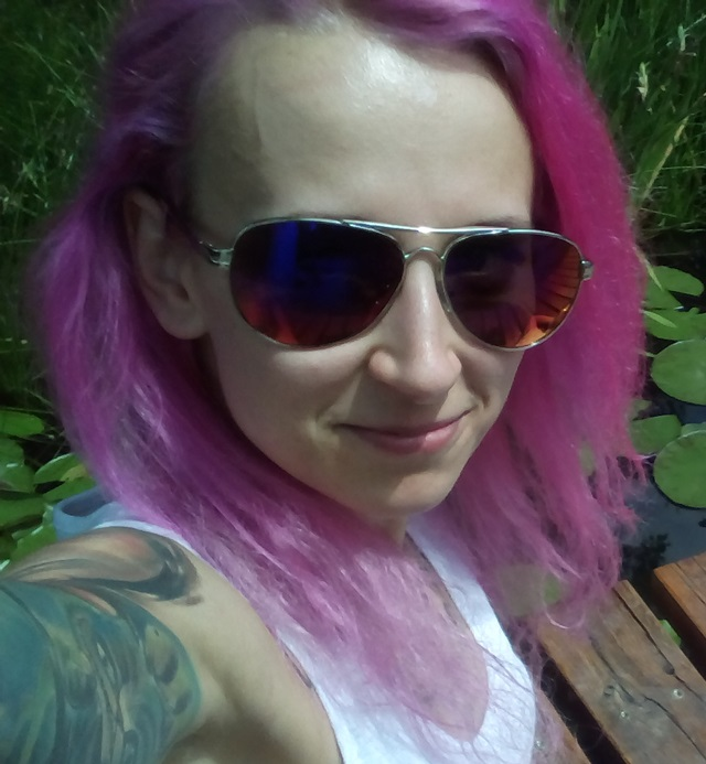 jak zafarbować włosy na różowo? farby Pravana