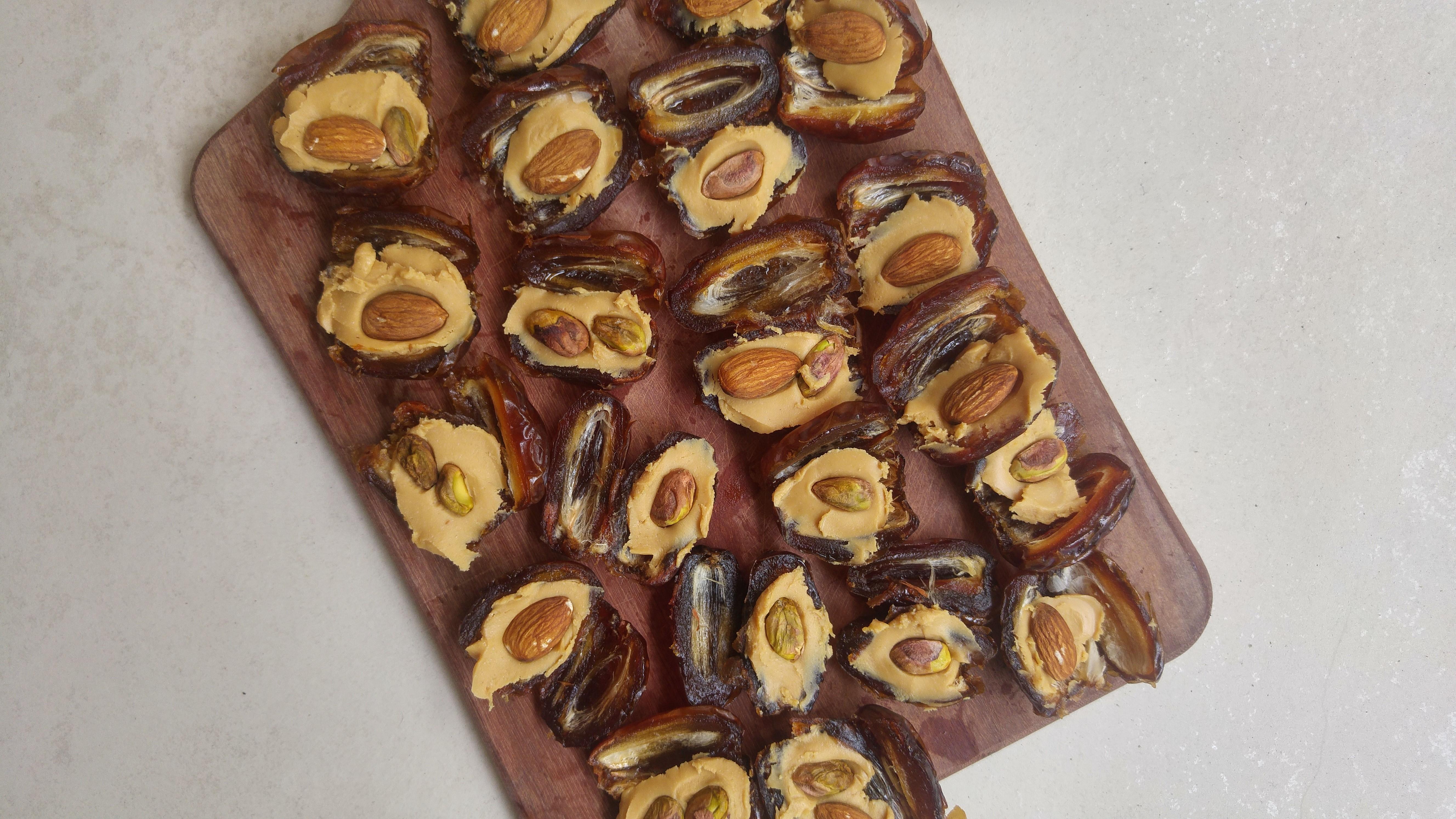 wegańskie cukierki karmelowe z daktyli - przepis