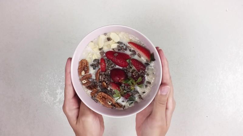 wegańskie szybkie śniadanie - owsianka